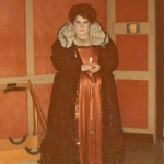 Janine Cloud as Elizabeth I